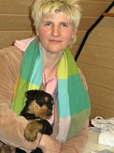 Und hier ist ein Bild von einem zukünftigen Frauchen mit ihrer kleinen Hündin. Sie haben noch unseren 13-jährigen Flint.