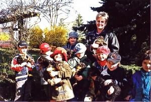 Hier in der Mitte mit Hut - Antonia - mit ihrer Kindergartengruppe bei uns.