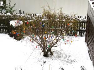 1. April, FROHE OSTERN, wir haben Winter, die Y-Kinder 5. Wochengeburtstag.
