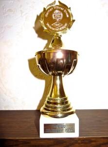 Hier ist noch der dazugehörige Pokal. Mara hat davon schon eine sehr grosse stolze Sammlung.