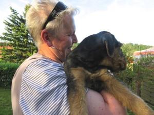 Die Tierärztin nochmal zum Besuch bei uns - unsere Hunde springen bei ihr in der Praxis auf den Behandlungstisch!