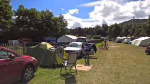 Zamira mit Familie, eine Nacht Camping alle zusammen-2 Tage Fahrradrennen Herrchen in Hochwald !!