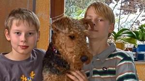 Zamira mit den jungen Herrchen Stefan und Christof.