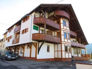 Hier in Bad Wildbad wohnten wir, sehr schön, typisch Schwarzwald, Blick ins Tal, gutes Essen...