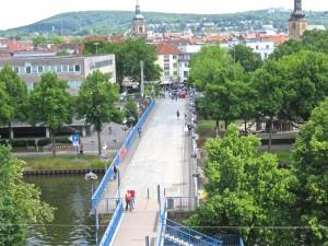 Hier ein Blick vom Schloss auf die Alte Brücke ins Zentrum hinein.