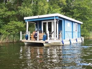 Orka mit Familie im Urlaub - Hausboot - das sieht doch sehr gut aus. Das müsste man auch mal erleben - eine sehr gute Idee.